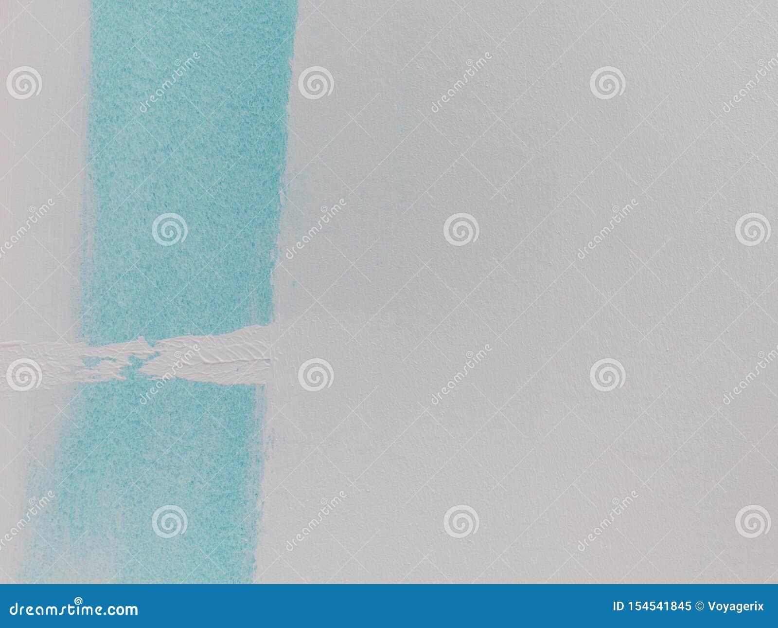 Amostra de folha azul da pintura na parede branca