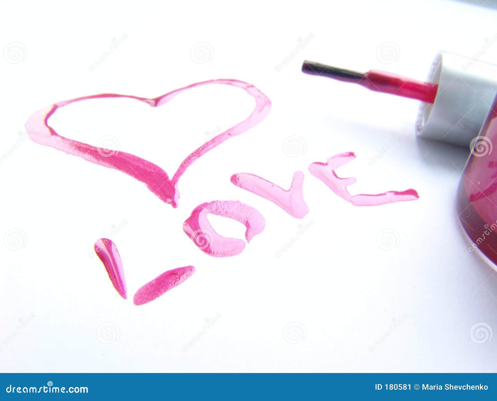 Amour écrit avec le vernis à ongles