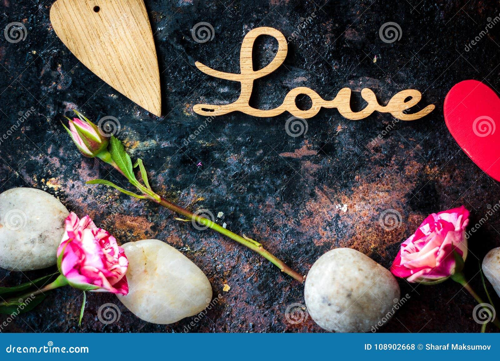AMOUR de lettres et coeur et fleurs de Saint-Valentin
