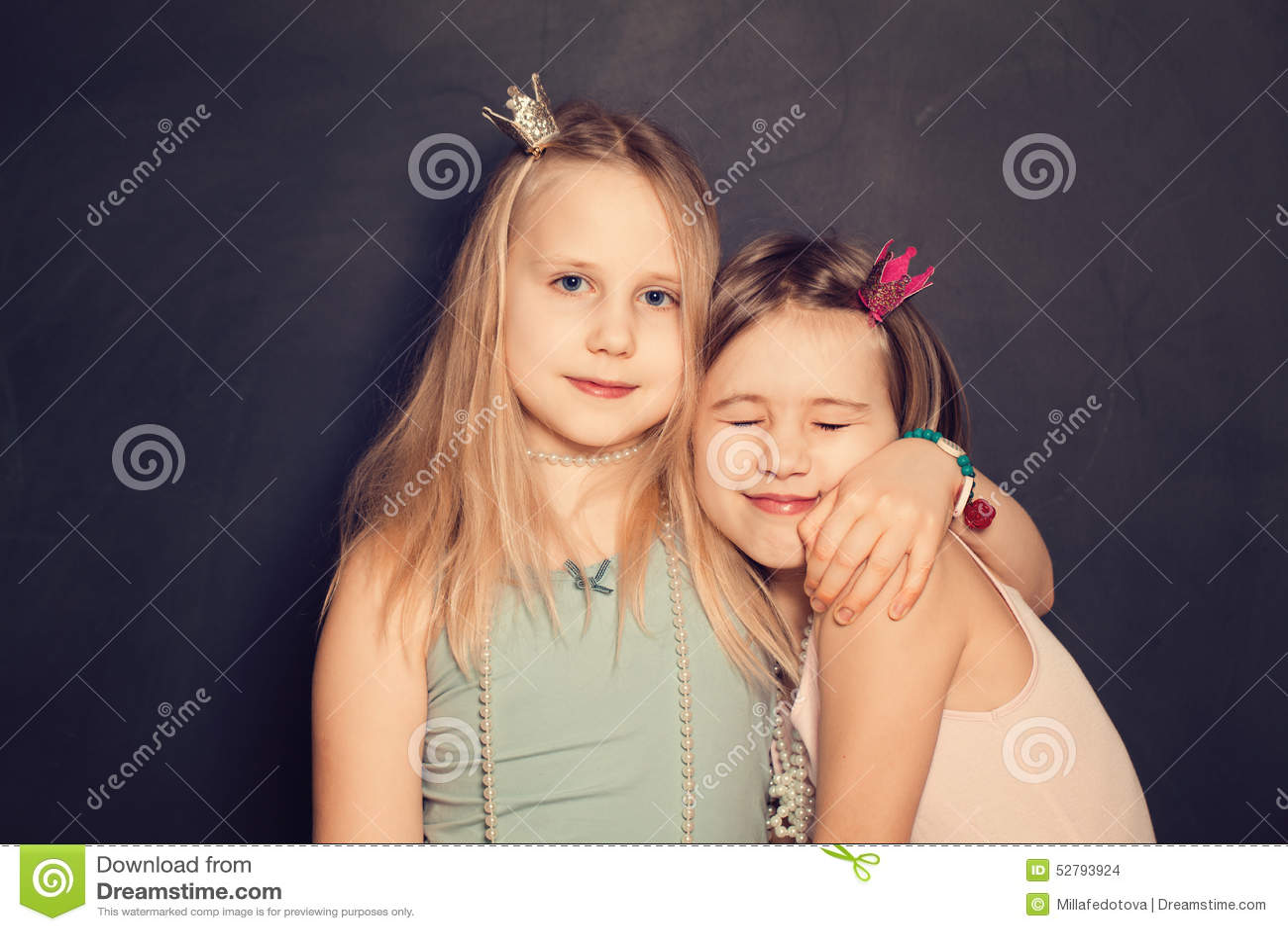 Jeunes filles en recherche d'amour