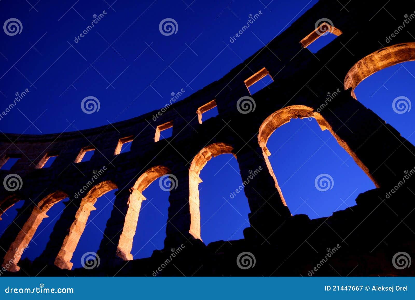 Amphitheatre romano nos Pula