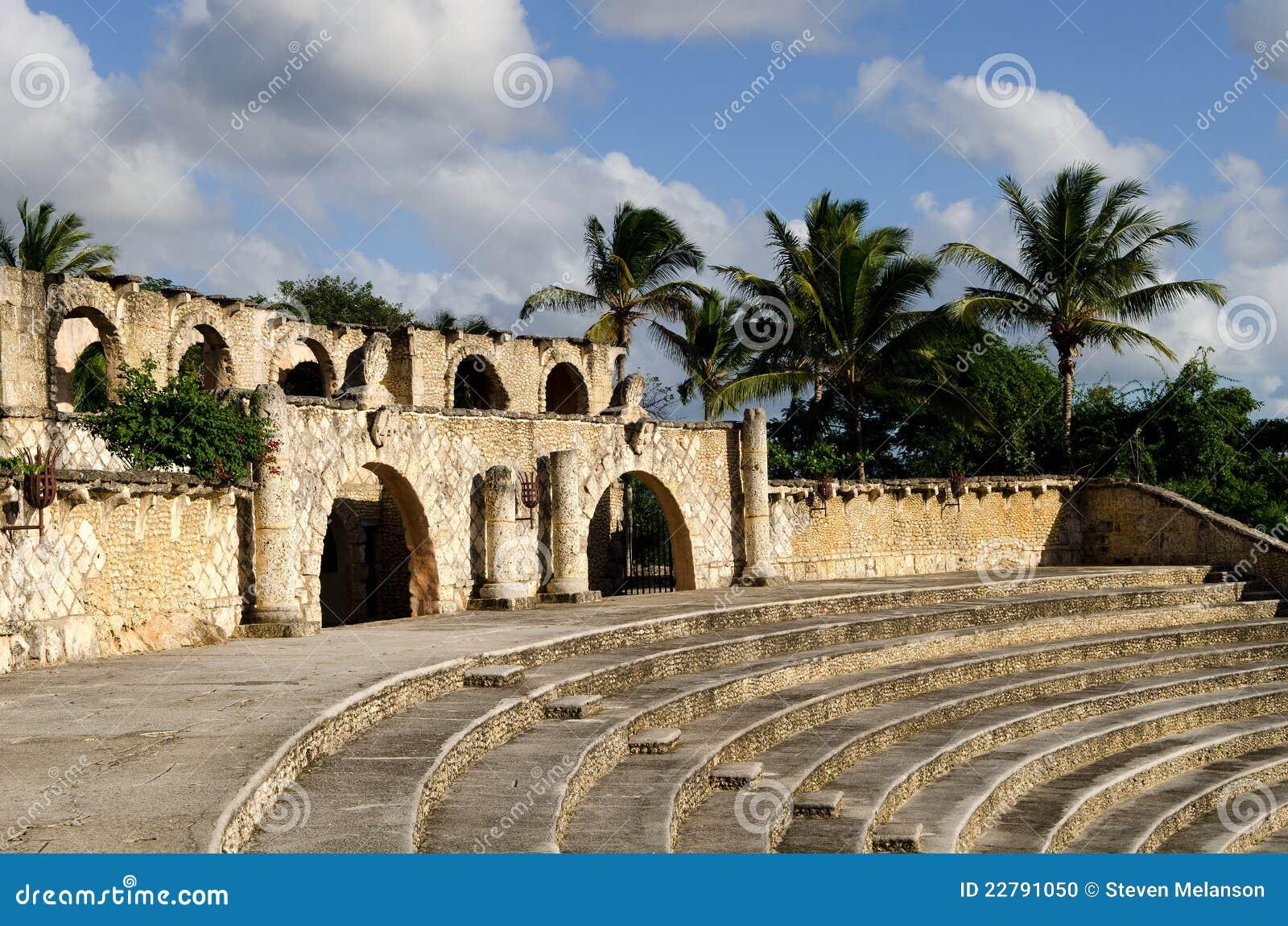 Amphitheatre tropical velho