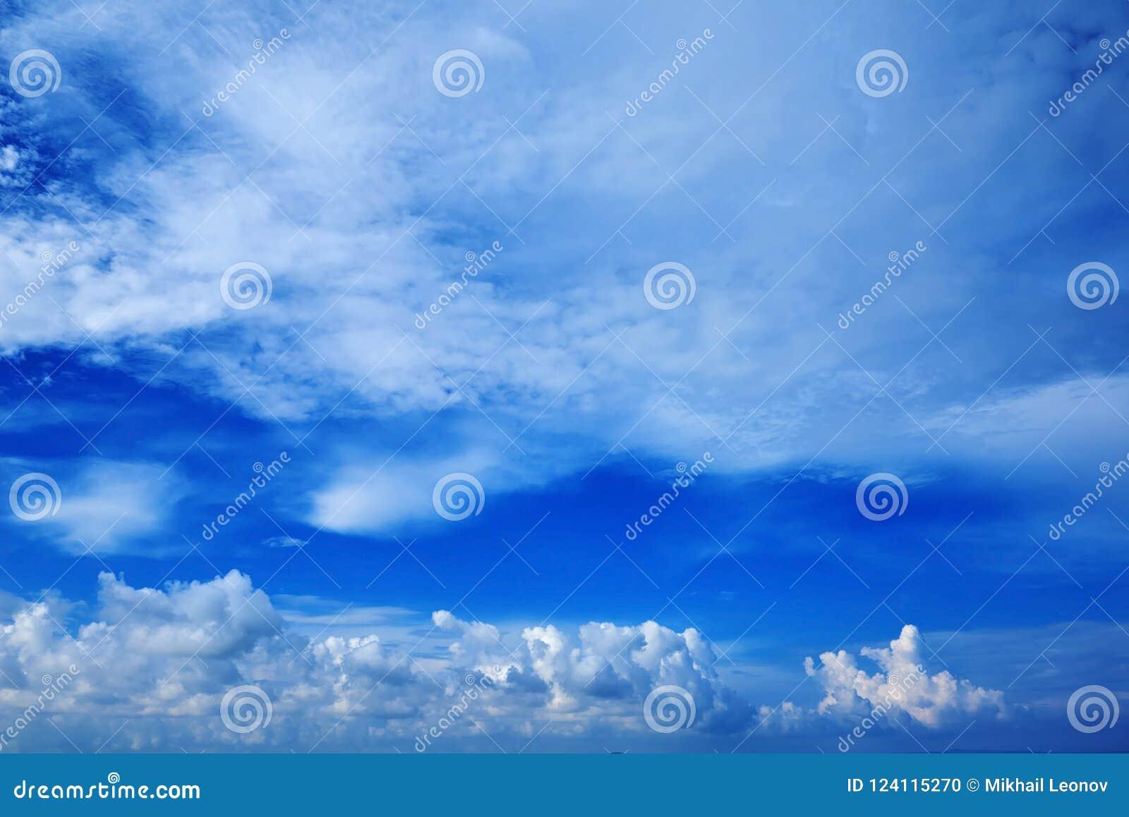 Ampia Vista Di Prospettiva Del Cielo Di Blu Navy Romantico Con Le