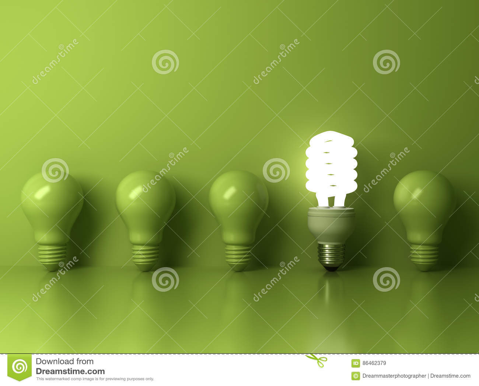 Ampoule économiseuse d énergie d Eco, une ampoule fluorescente compacte rougeoyante se tenant de la réflexion incandescente non a