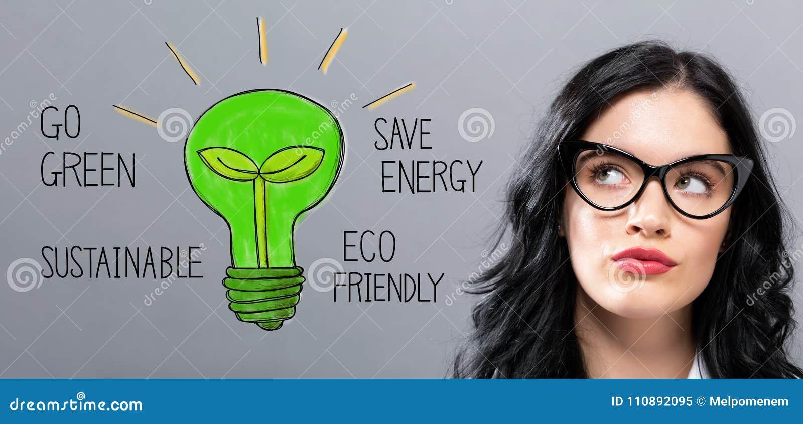Ampoule de feu vert avec la jeune femme d affaires
