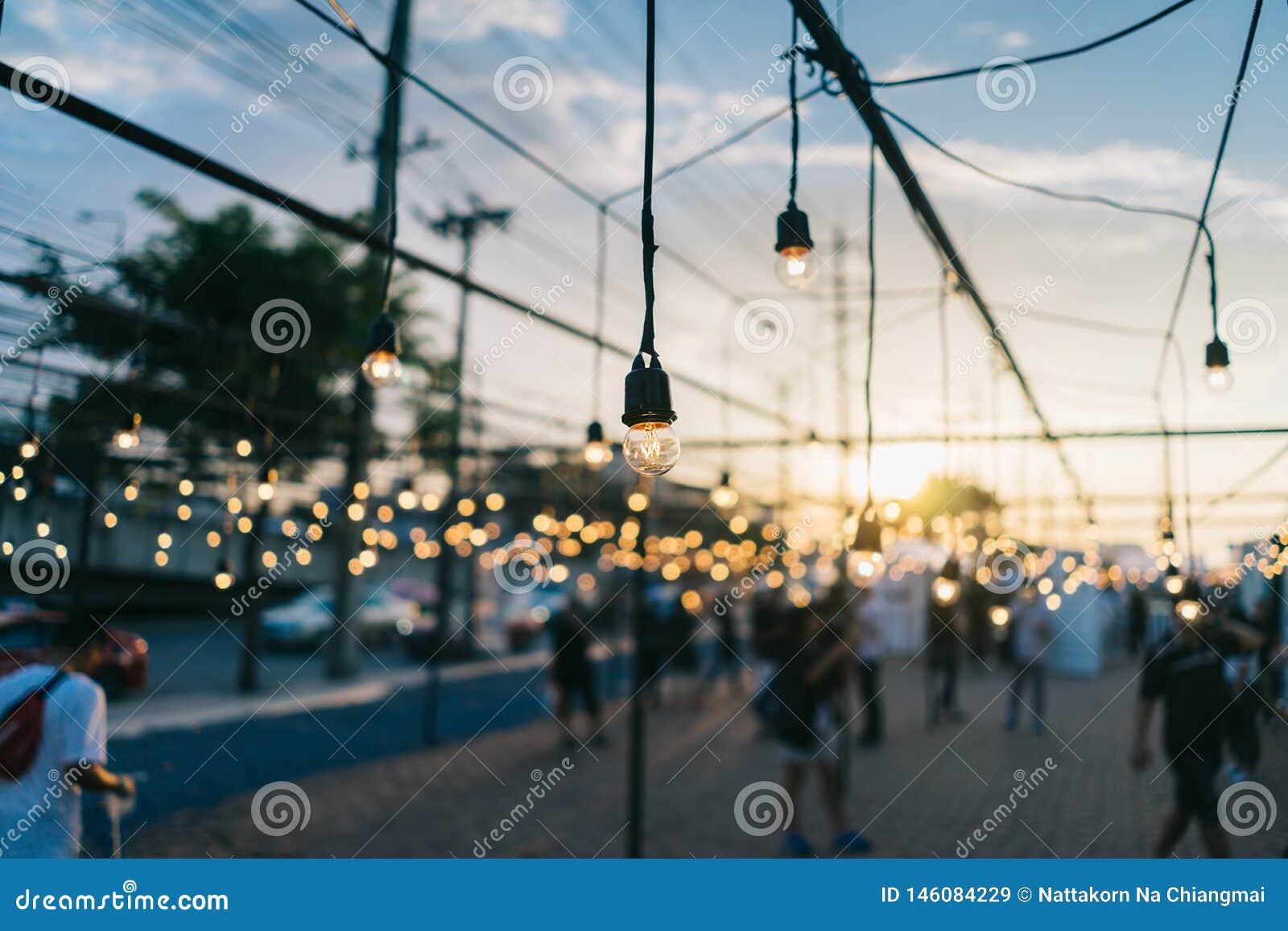 Ampoule, extérieur décoratif au festival de bord de la route