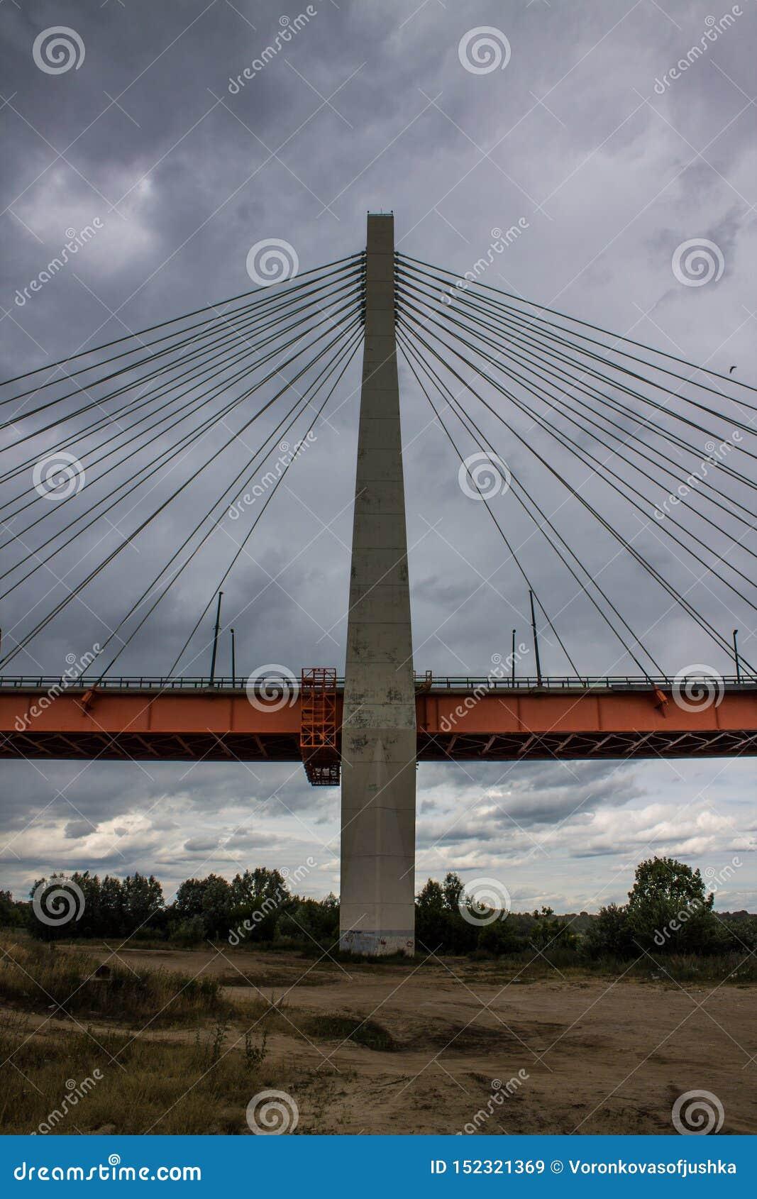 Ampuła zostawał bridżową nad Oko rzeką w Mur, Rosja