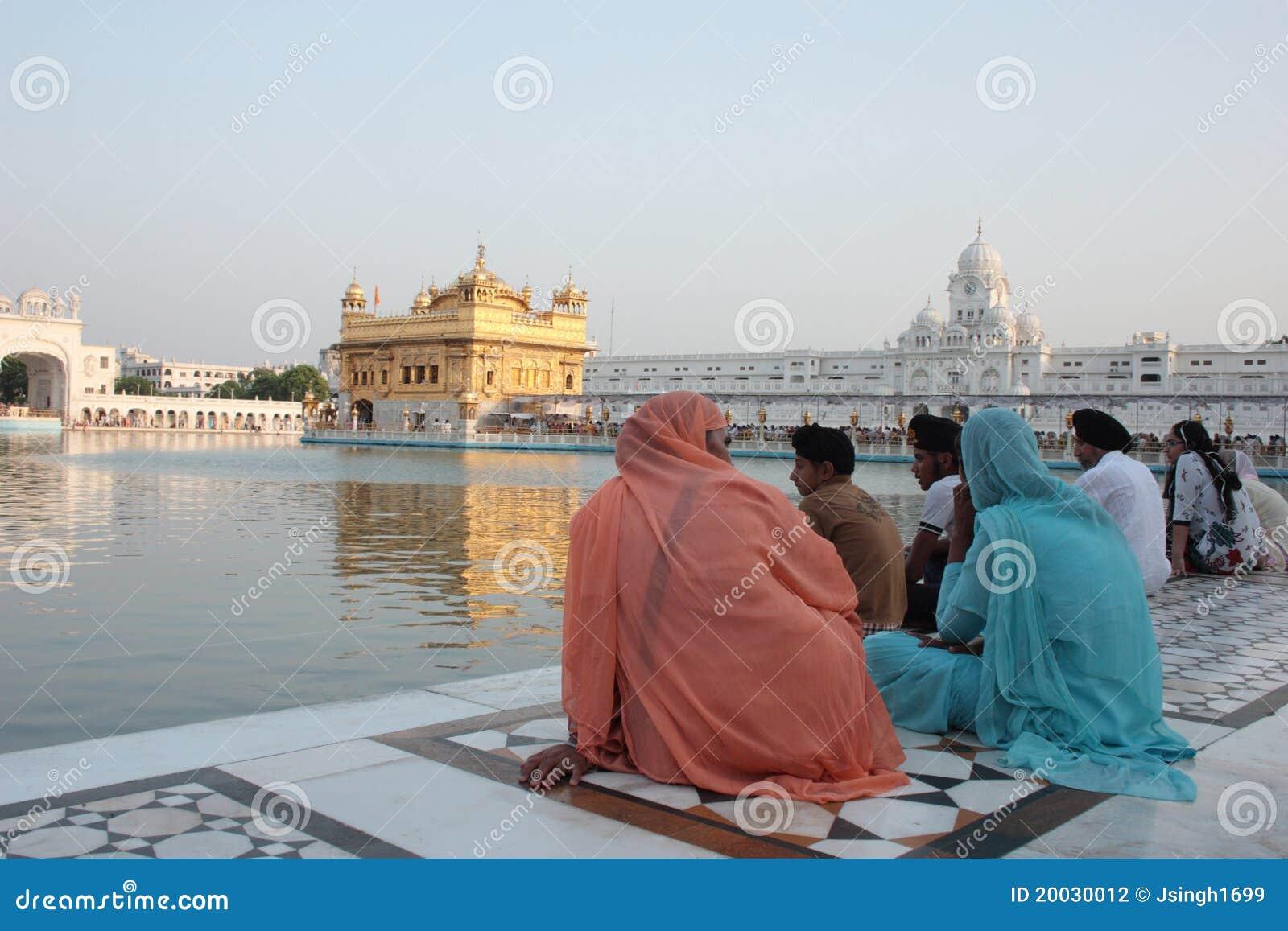 Amritsar powikłanych dewotek złota świątynia