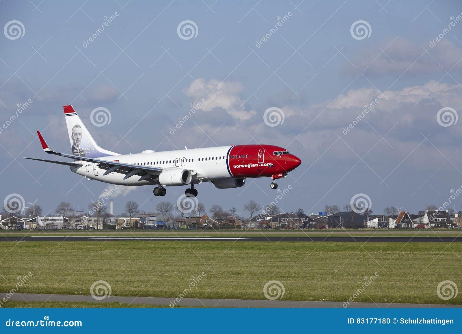 Amsterdam Airport Schiphol - Norwegian Airlines Boeing 737