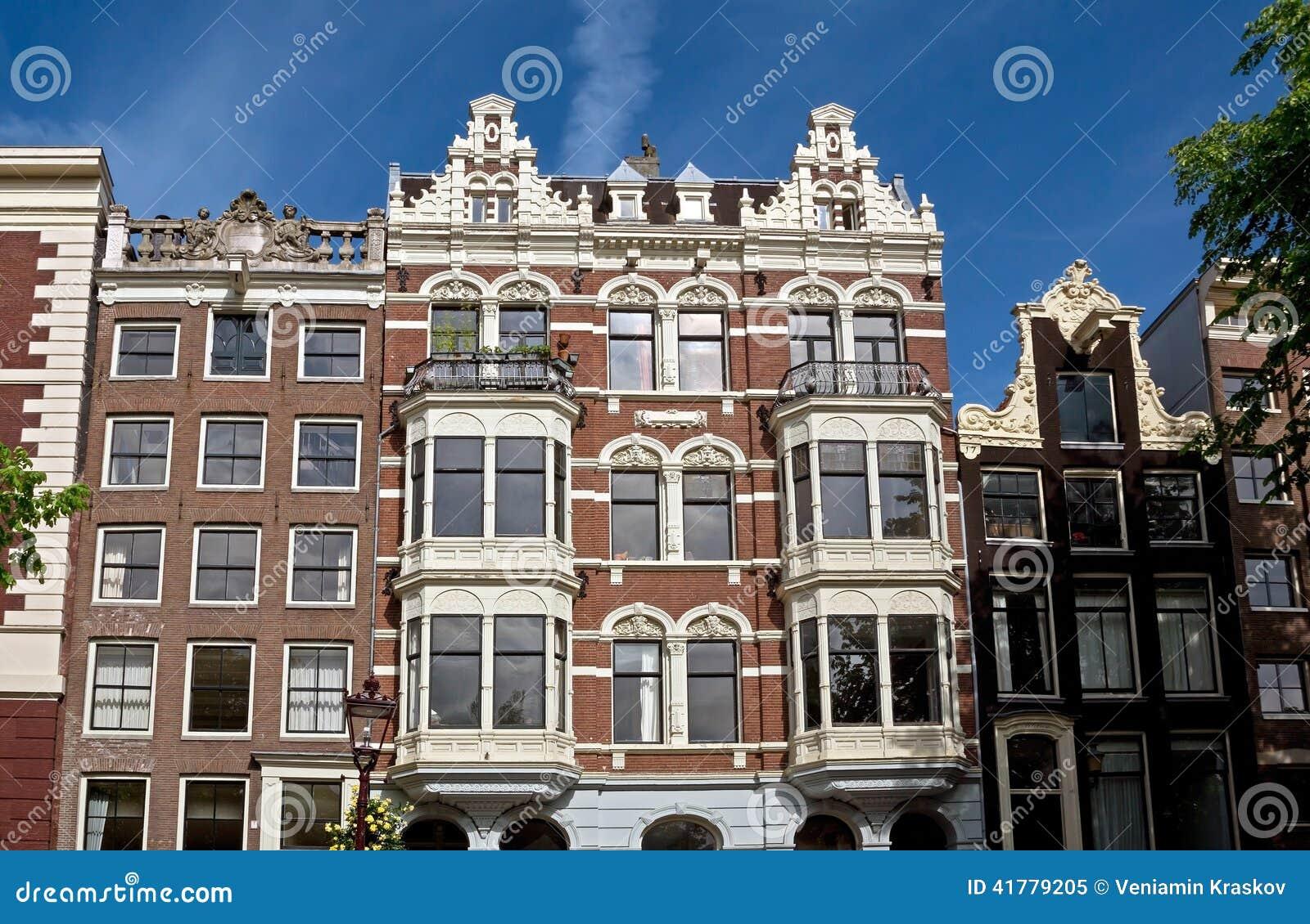 Amsterdam arquitectura holandesa t pica foto de archivo for Arquitectura holandesa