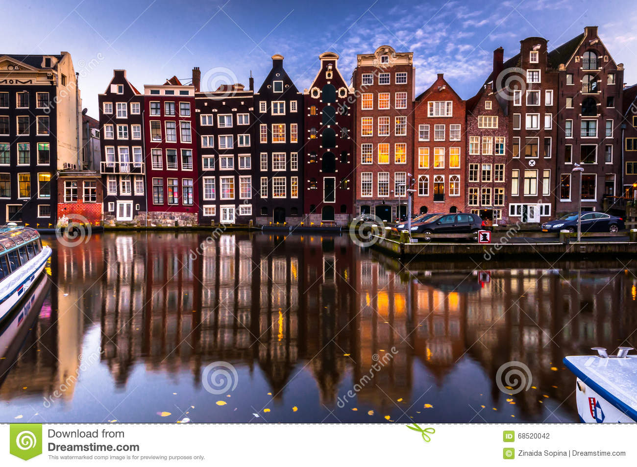 Amsterdam building 39 s facade with reflection in canal for Refection facade