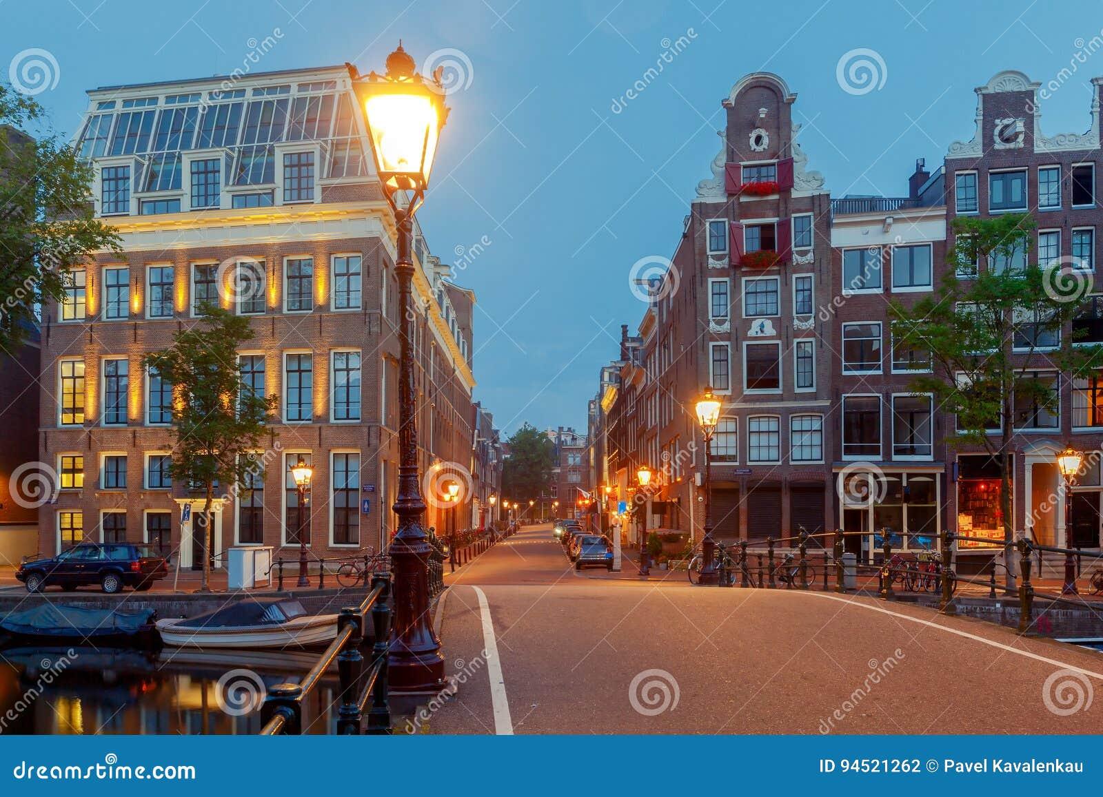 Amsterdam Canale della città alla notte