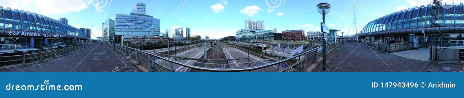 Amsterdam, die Niederlande - 15 Juni 2015: Der Bahnhof Amsterdam Sloterdijk
