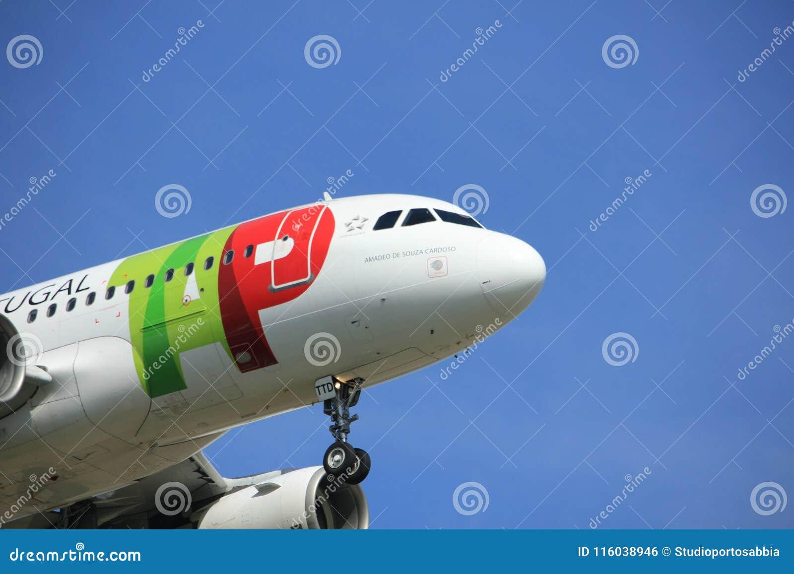 Amsterdam holandie - Kwiecień, 19th 2018: CS-TTD klepnięcie - Lotniczy Portugalia Aerobus A319-100