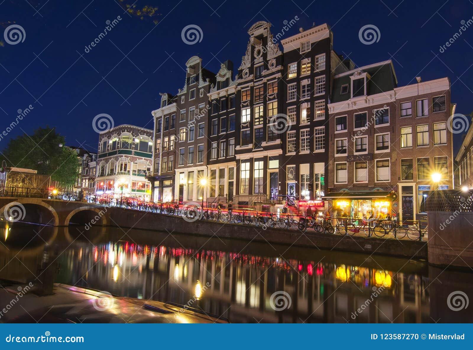 Amsterdam kanal på natten, Nederländerna