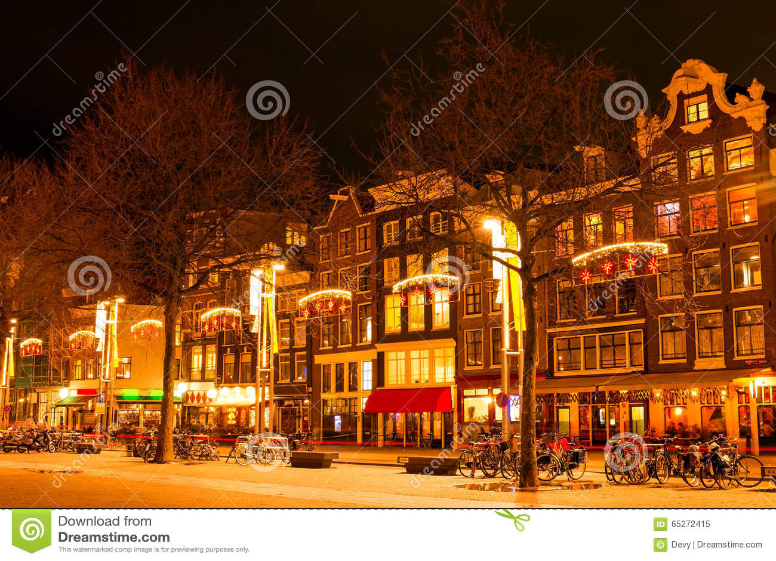 Amsterdam Nachts In Der Weihnachtszeit In Den Niederlanden Stockbild ...