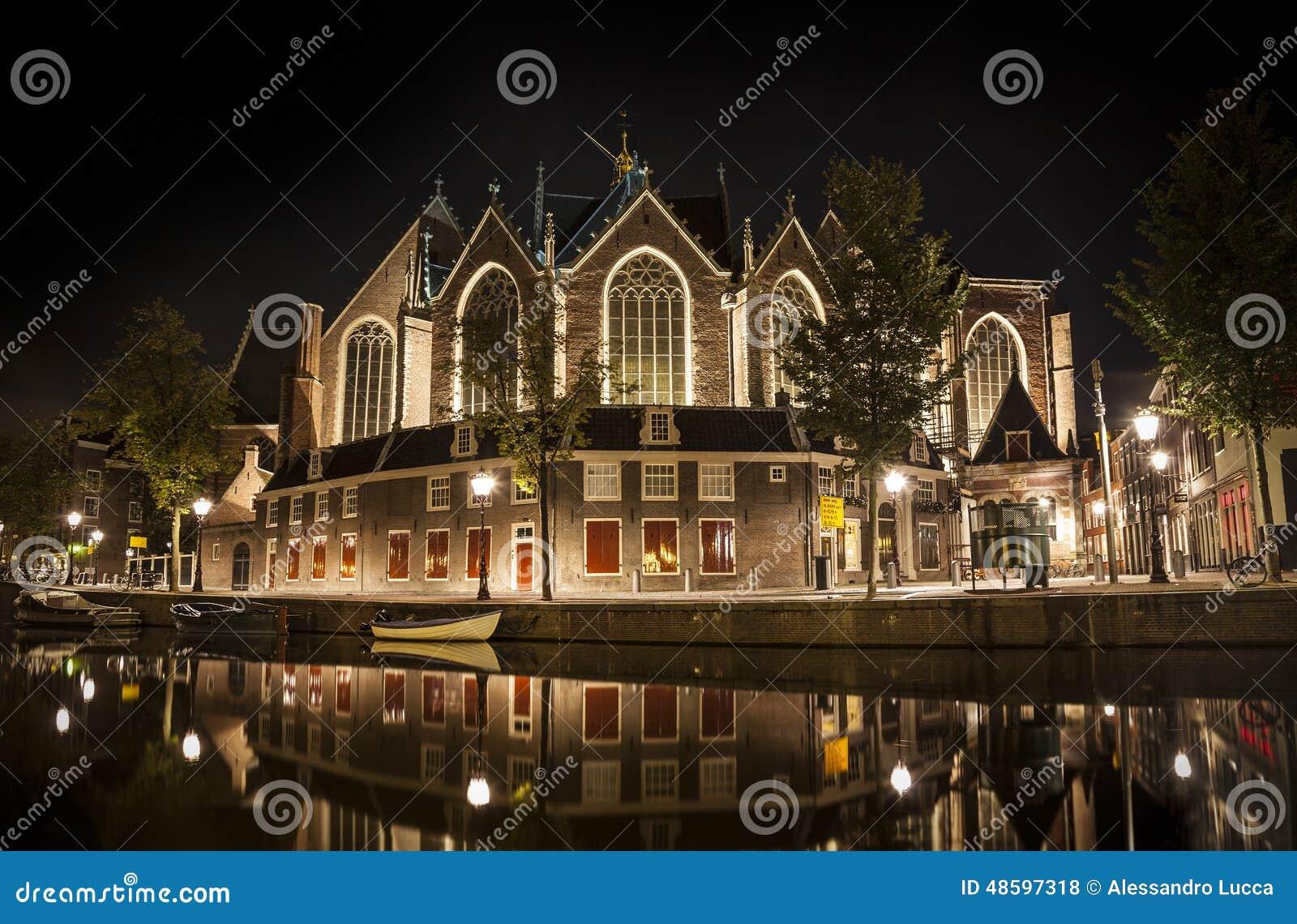 Amsterdam natt: Den Oude kyrkan