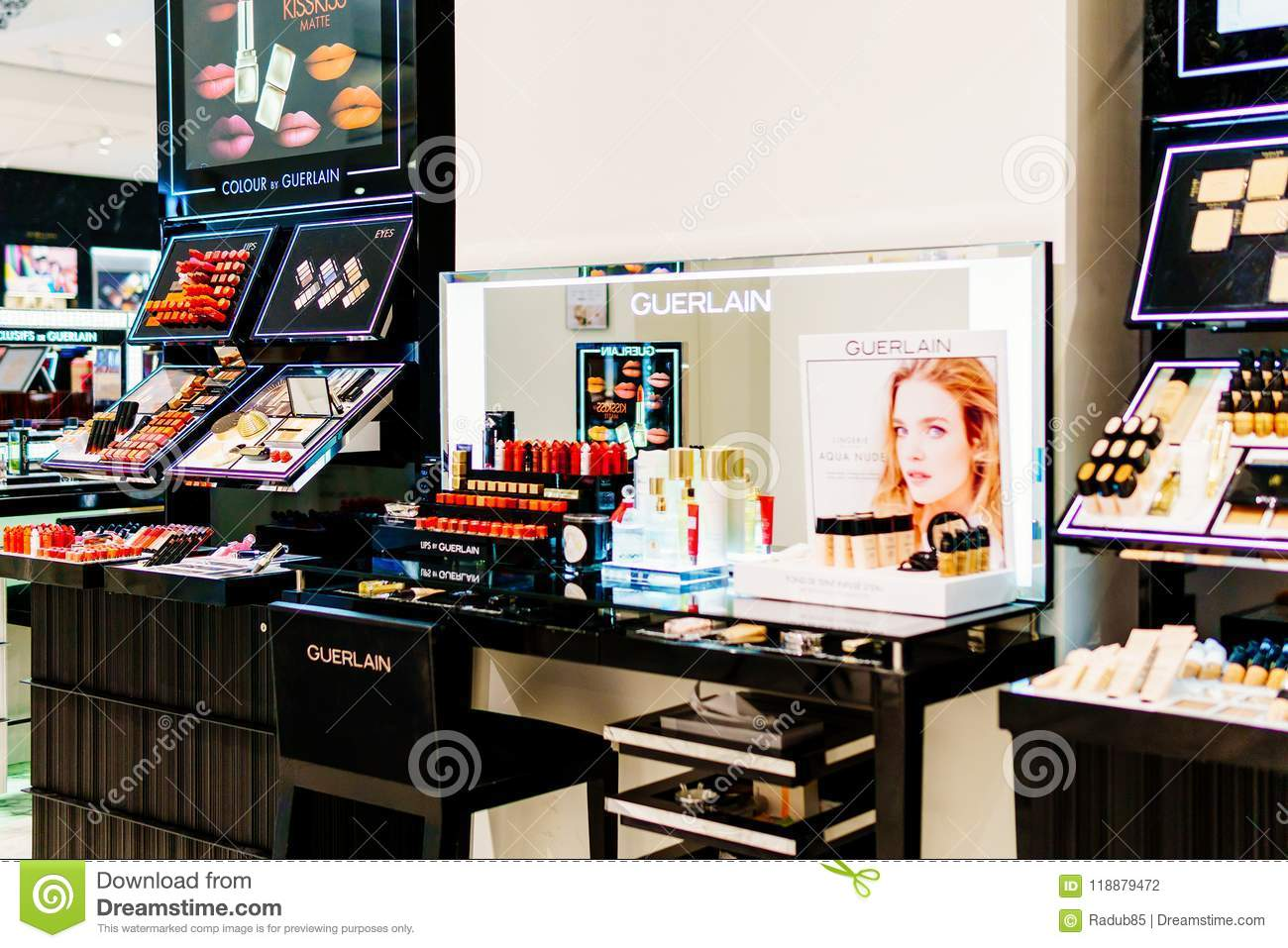 Makeup And Cosmetic Products For Sale In Fashion Beauty