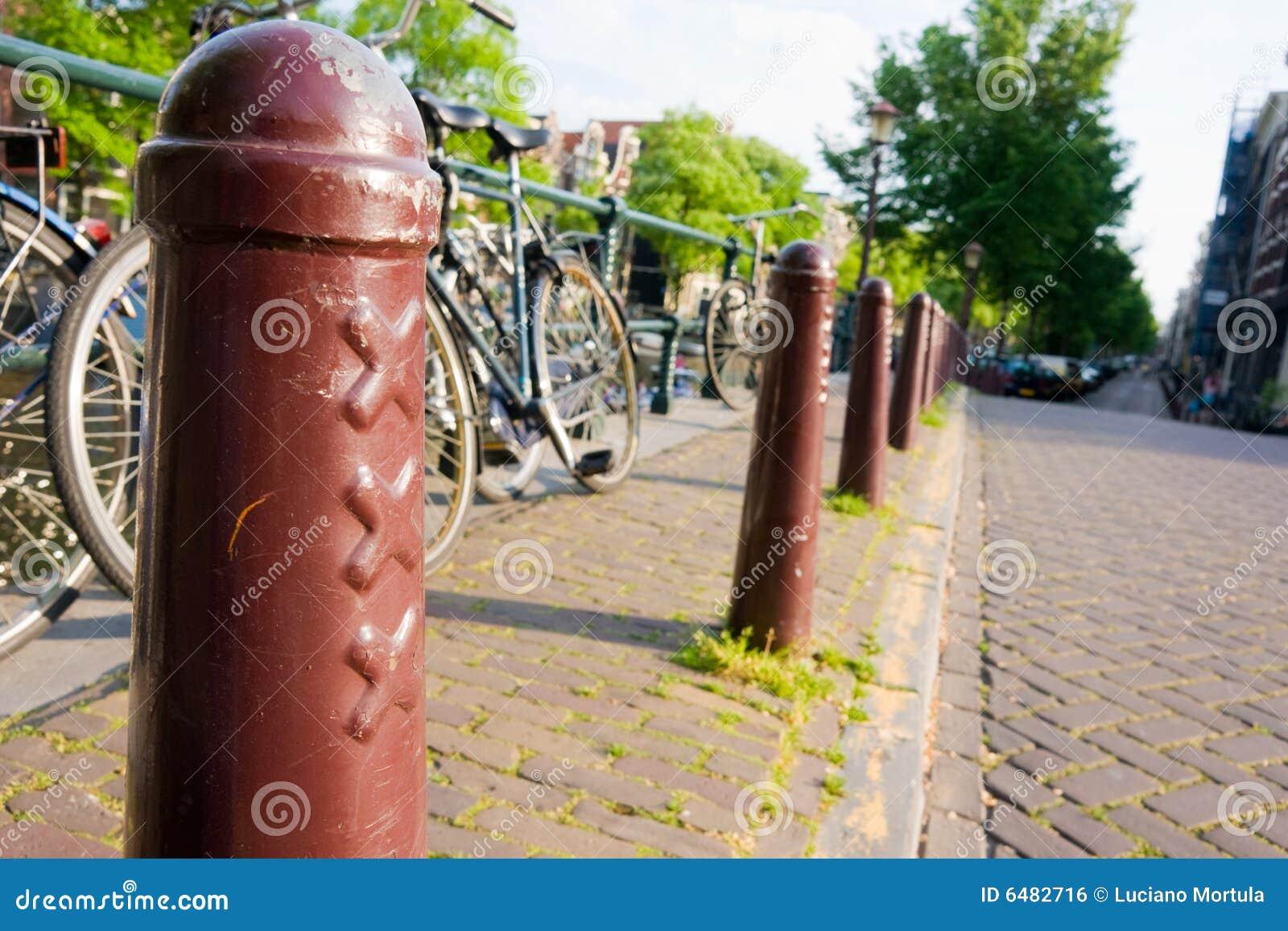 Amsterdam Roweru Filary Street Xxx Zdjęcie Stock - Obraz