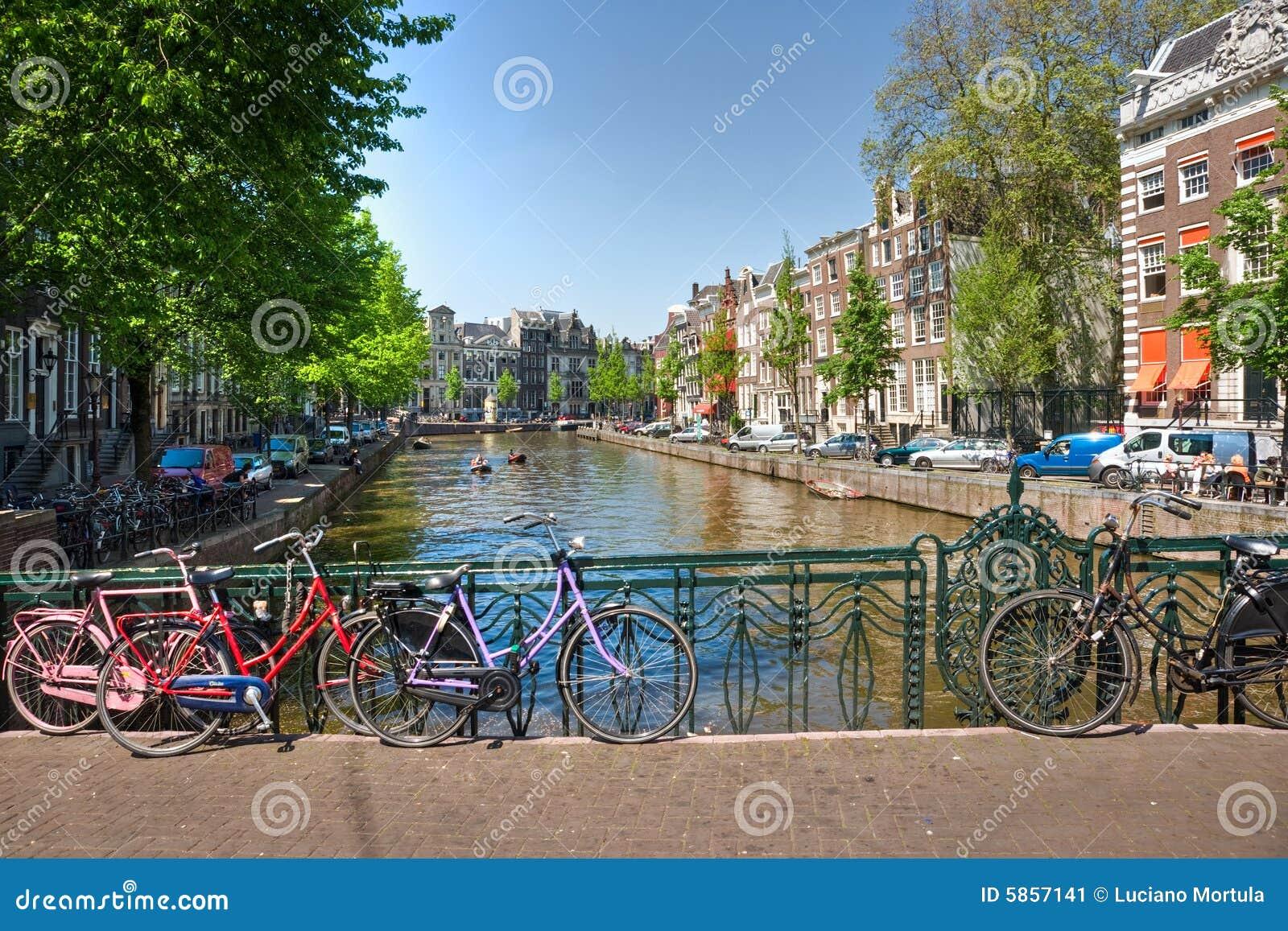Amsterdam roweru kanał