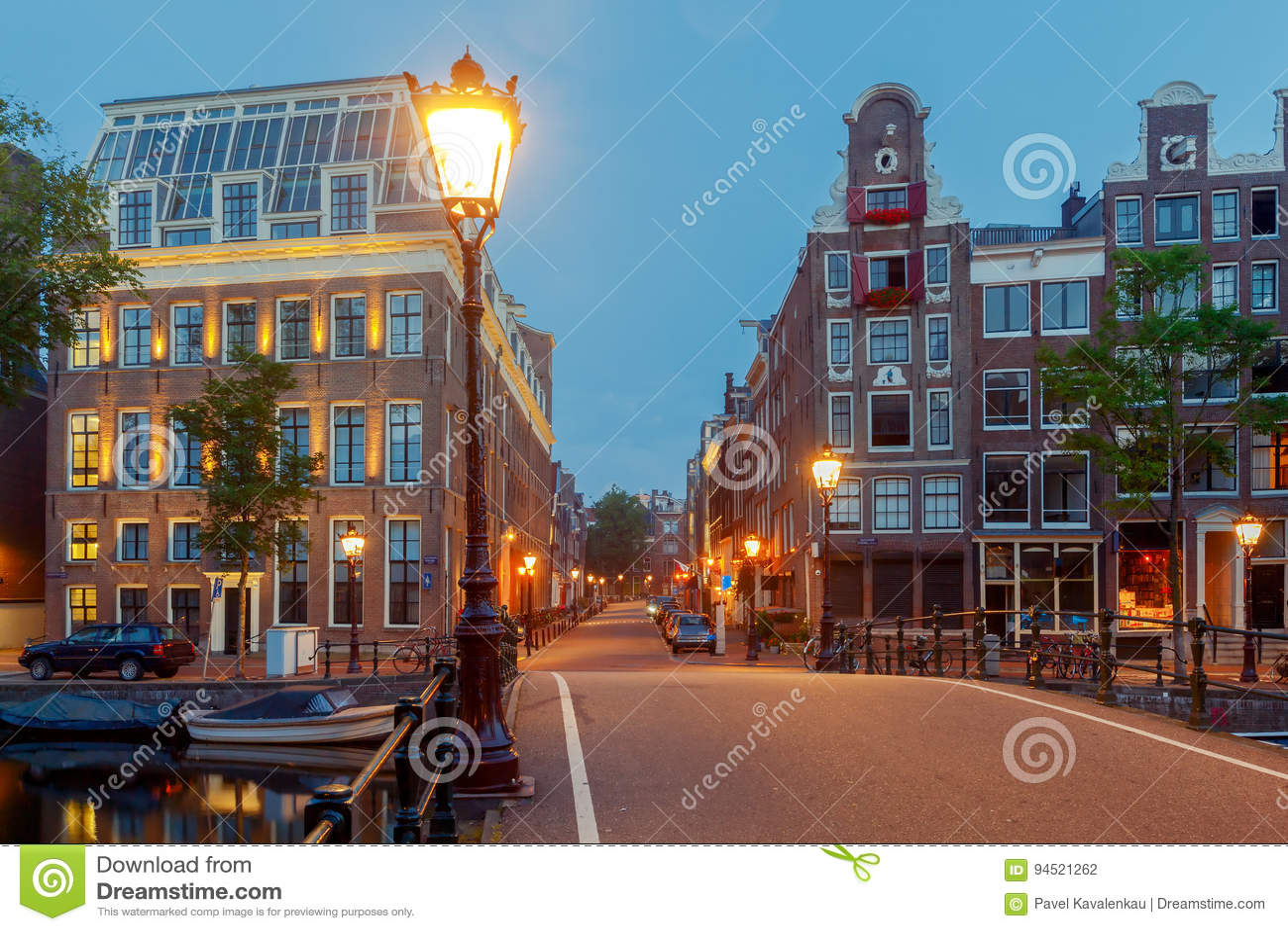 Amsterdam Stadt-Kanal nachts