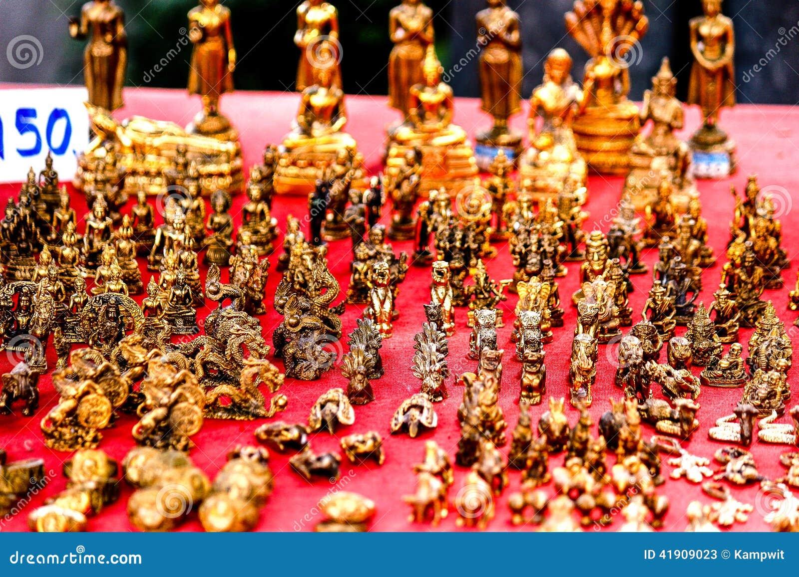 Amuletos tailandeses de oro para la venta