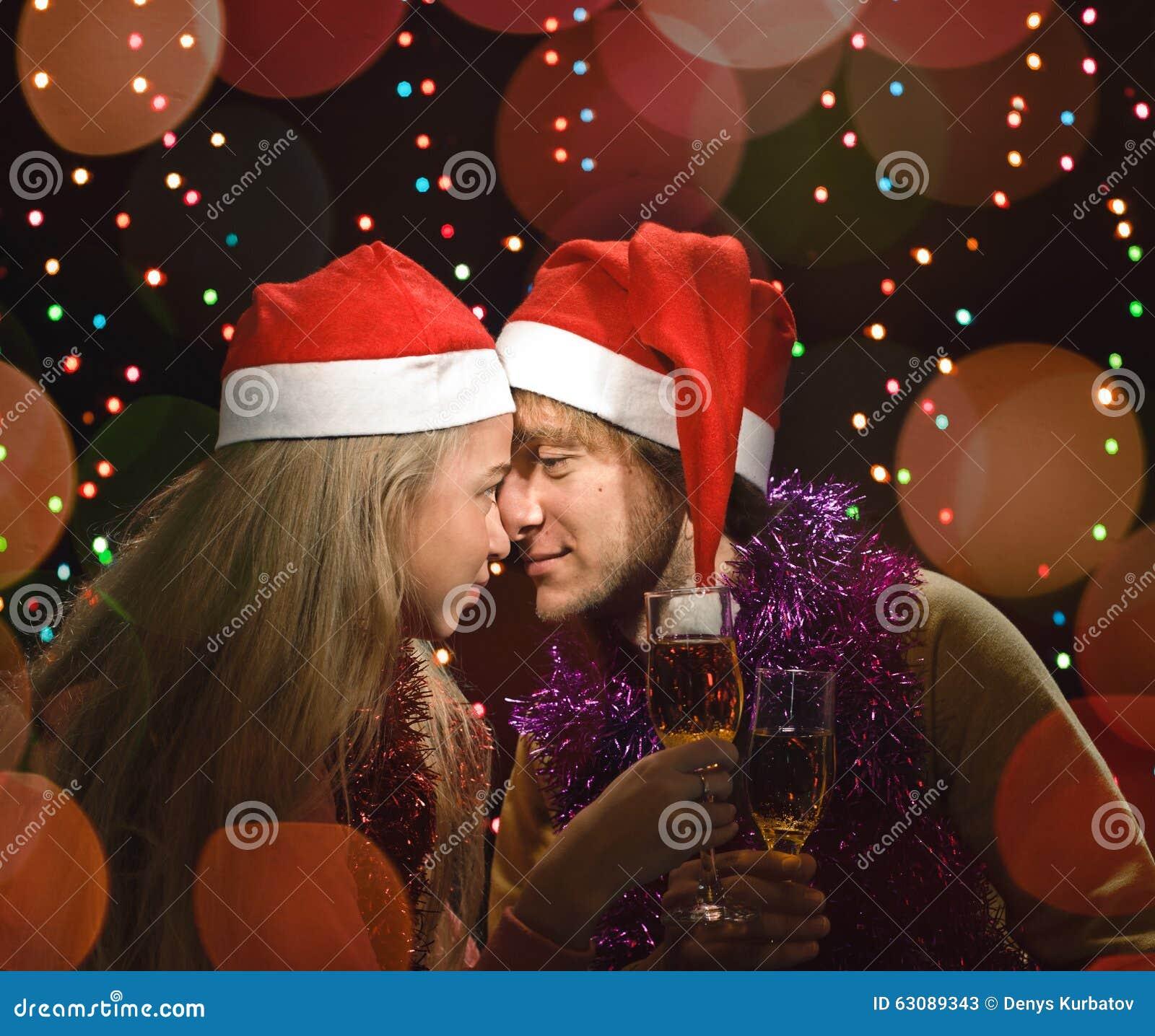Download Amusement De Couples D'amour De Noël Image stock - Image du bonheur, célébration: 63089343