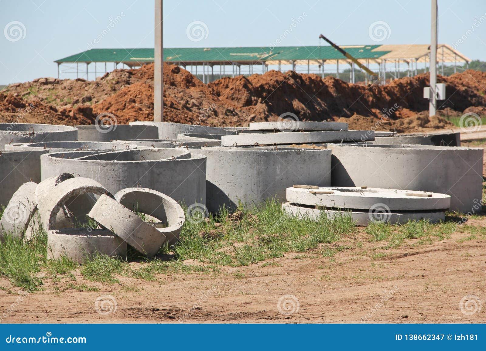 Anéis concretos para a construção do esgoto
