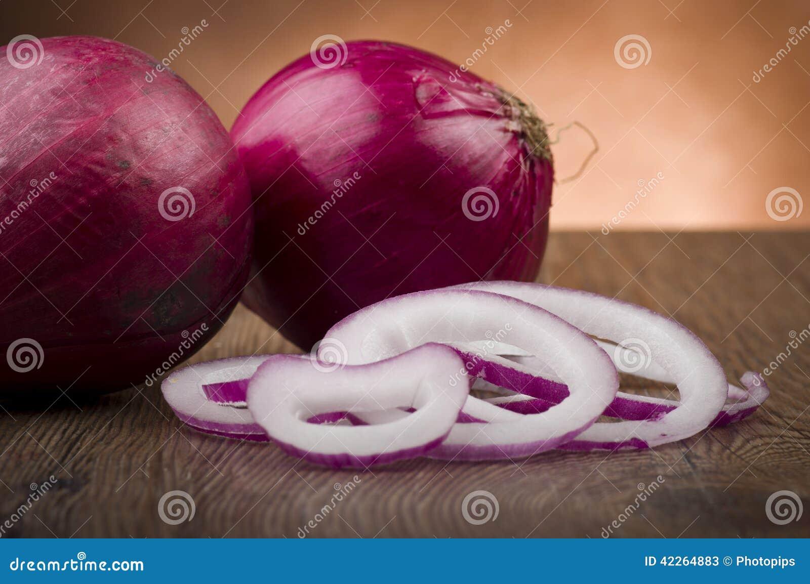 Anéis de cebola vermelha