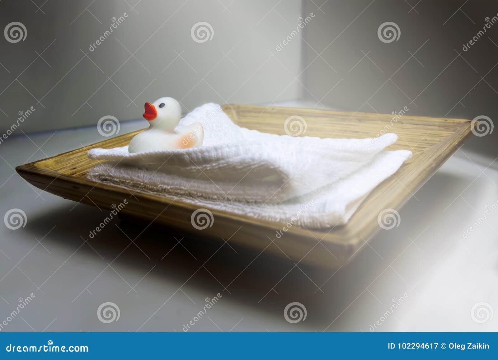 Anadón en una toalla en un hotel