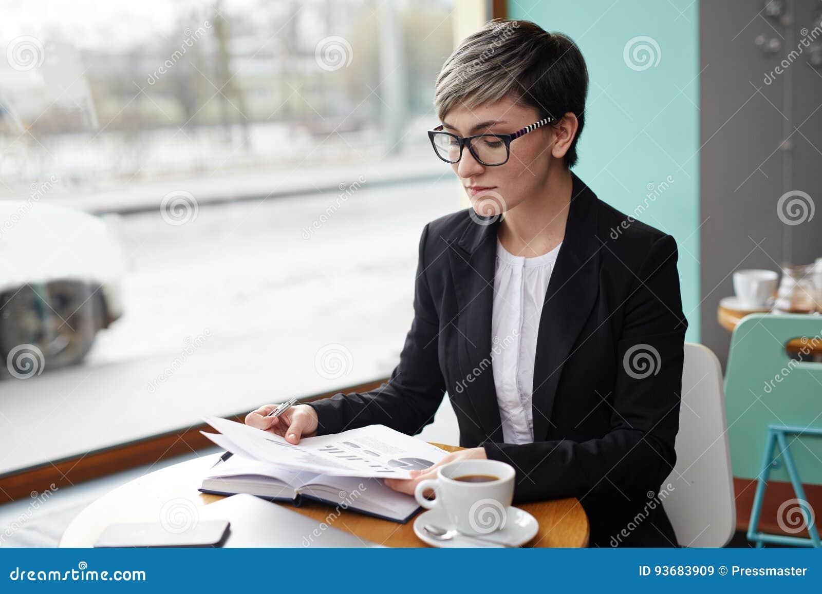 Analista no café