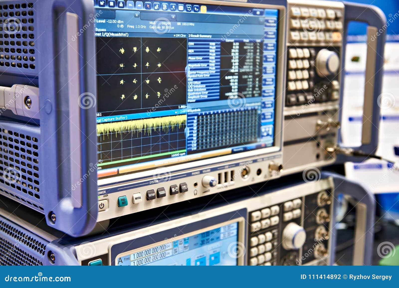 Analizzatore di spettro di Digital e trasduttore