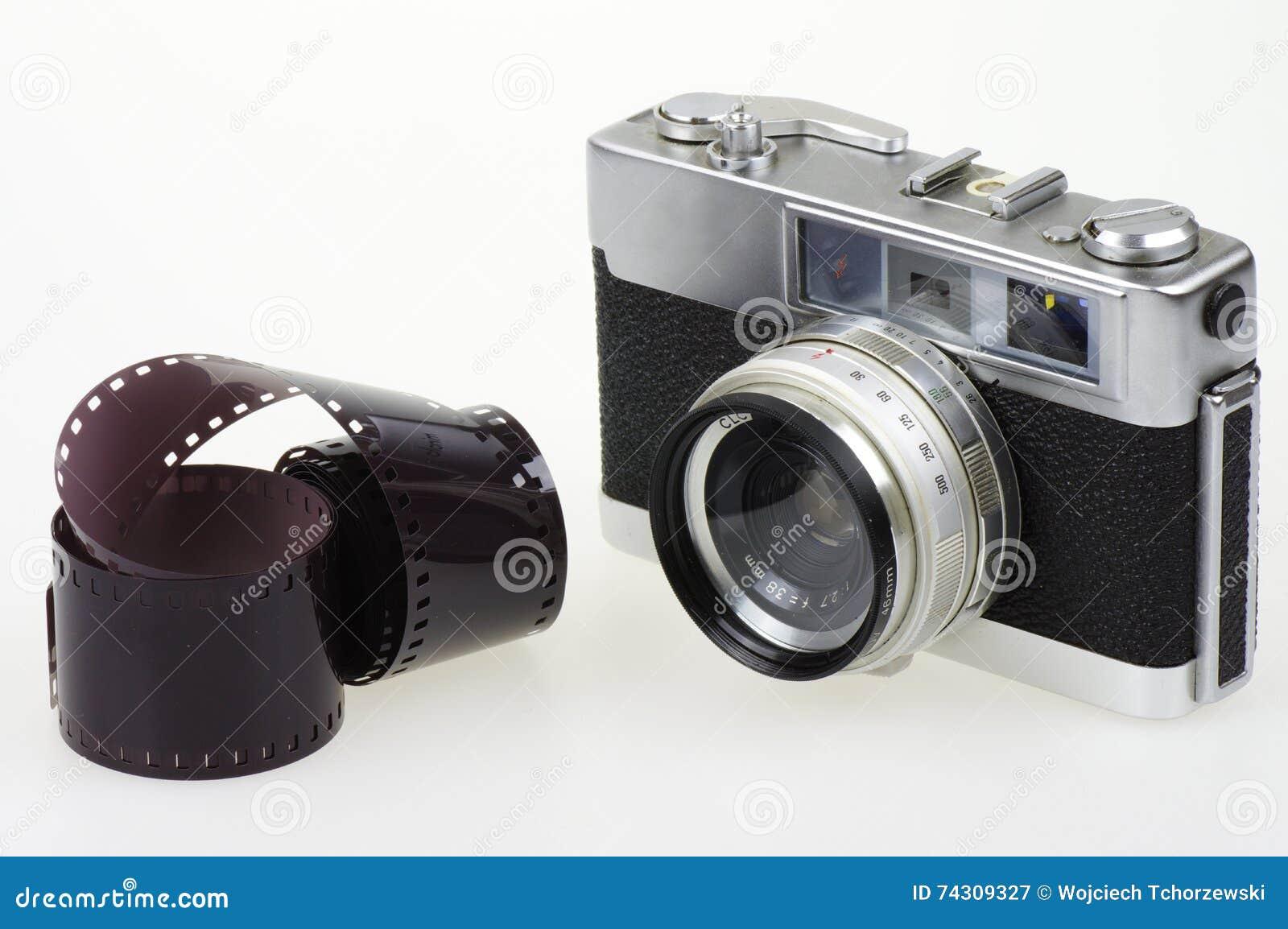 Analoge kamera und fotografischer film stockbild bild von