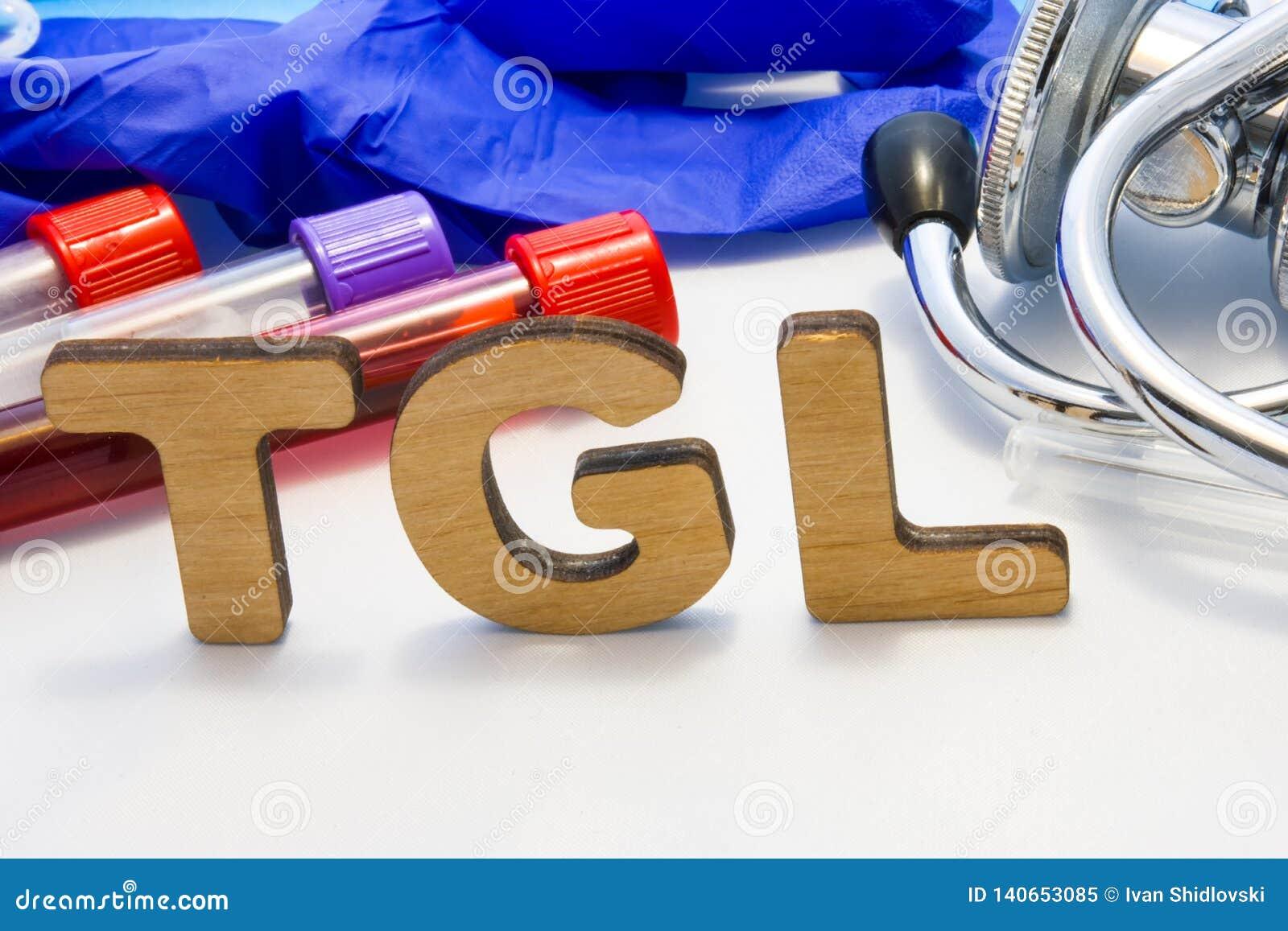 Analyse de sang simple de triglycéride de moyen d abrégé de TGL avec des tubes de laboratoire avec le sang et le stéthoscope Util