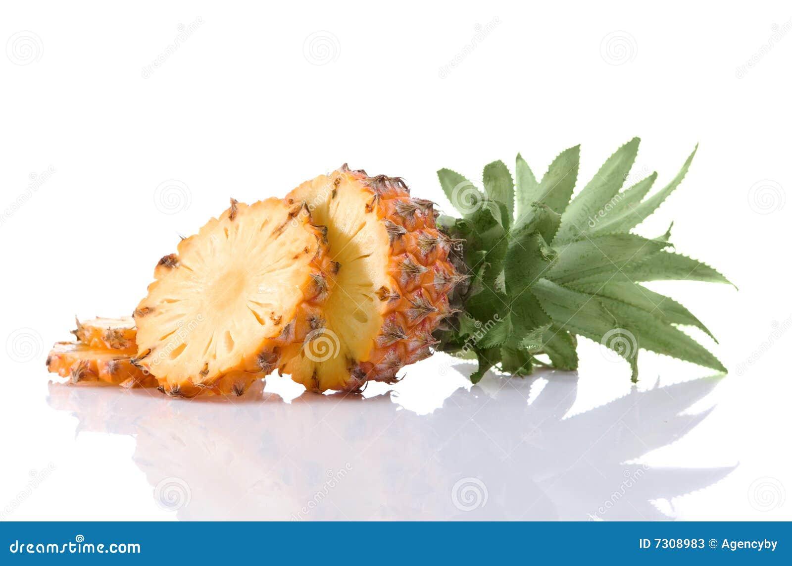 Ananas maturo affettato