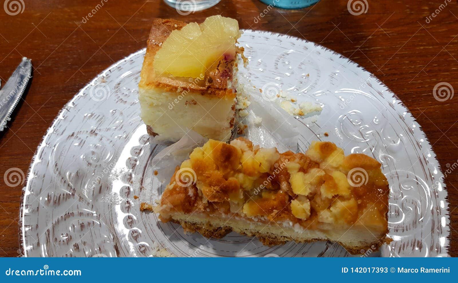 Ananascake en appeltaart