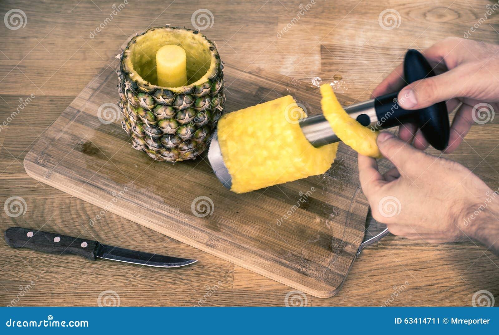 Ananasköksredskap som används till att kärna ur frukt med-förskäraren