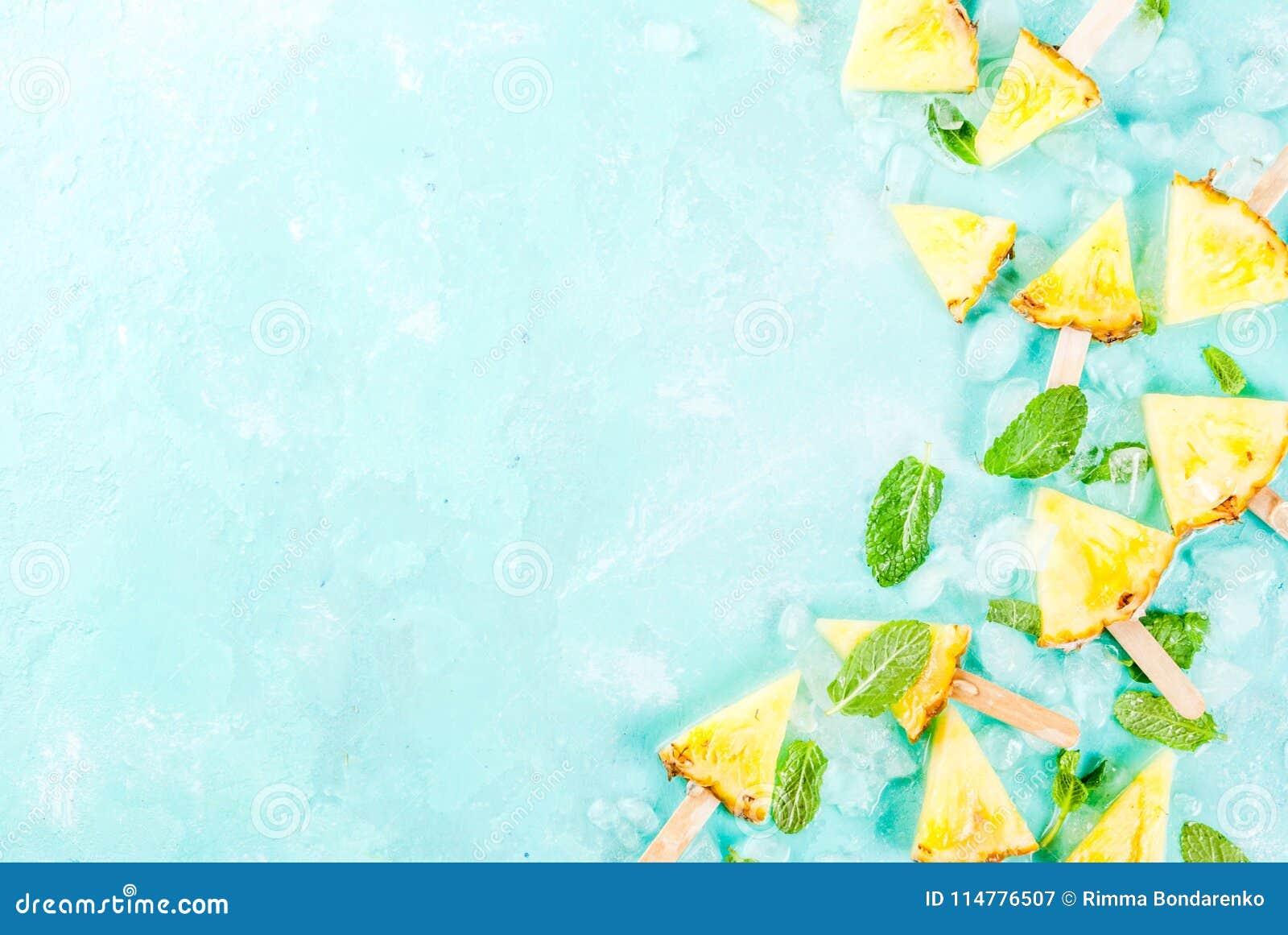 Ananasowi popsicle kije