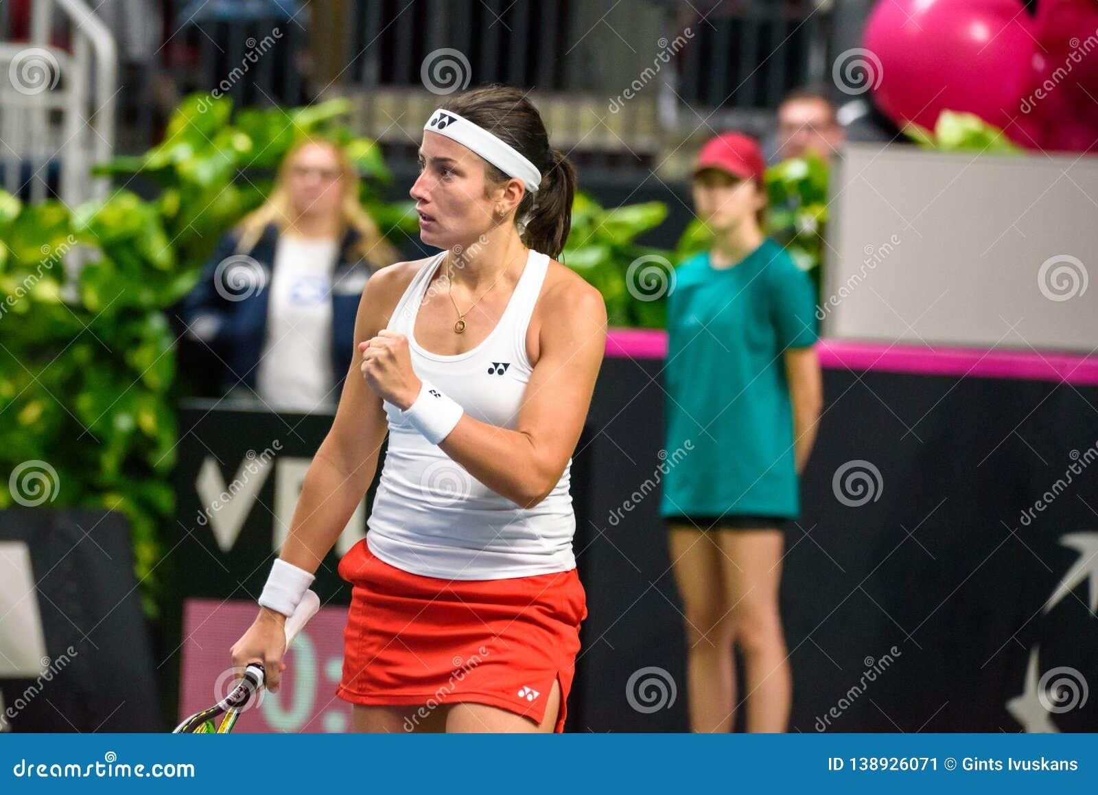 Anastasija Sevastova, während Erstrundedes spiels der Weltgruppen-II zwischen Team Lettland und Team Slowakei