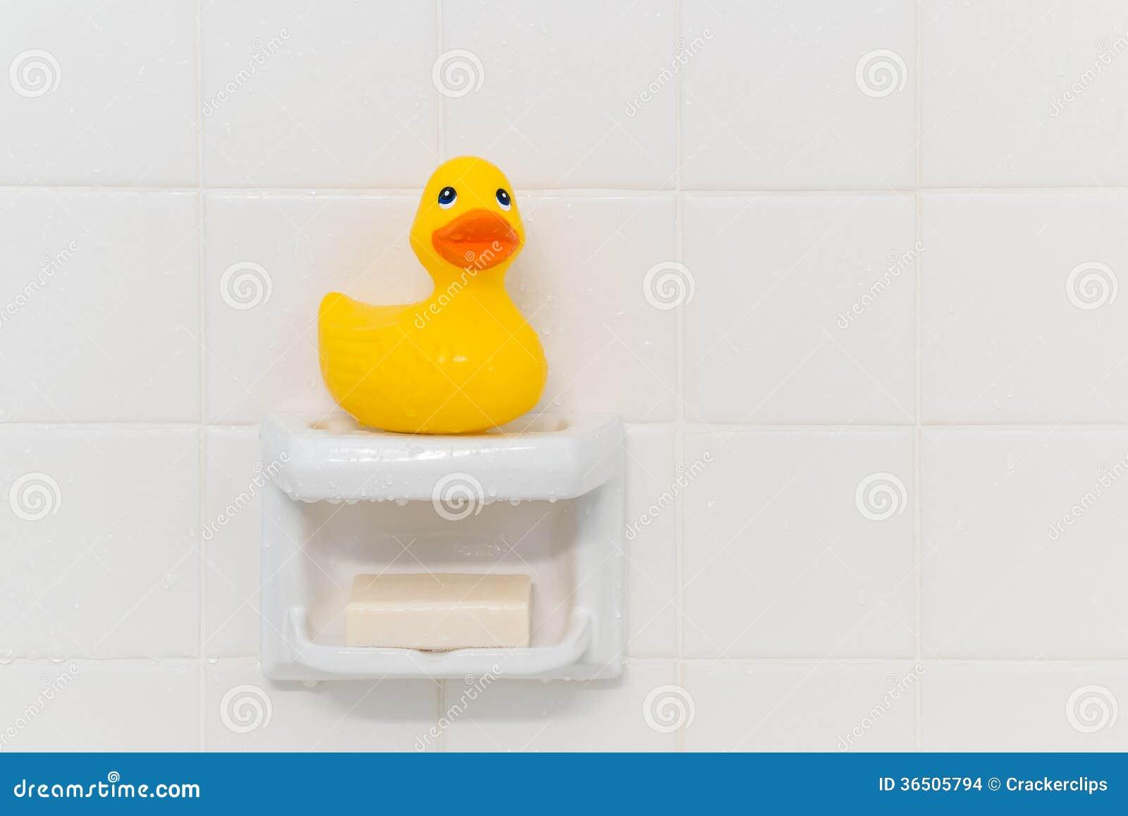 Anatra di gomma in doccia