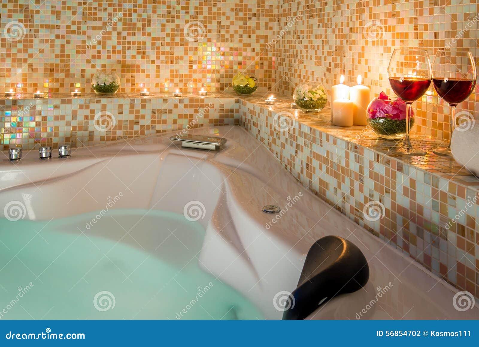 Bagno Romantico Foto : Anche bagno romantico fotografia stock immagine di sera