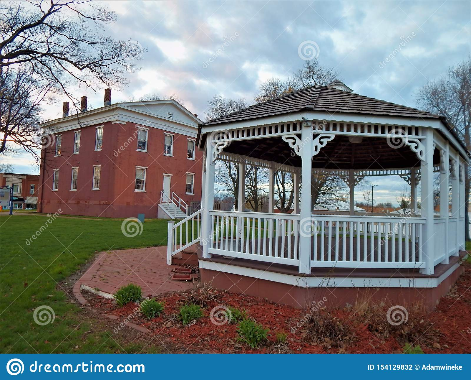 Ancien Logan County Courthouse Grounds