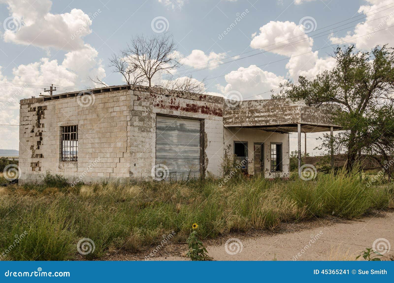 Ancienne station service sur l artère 66