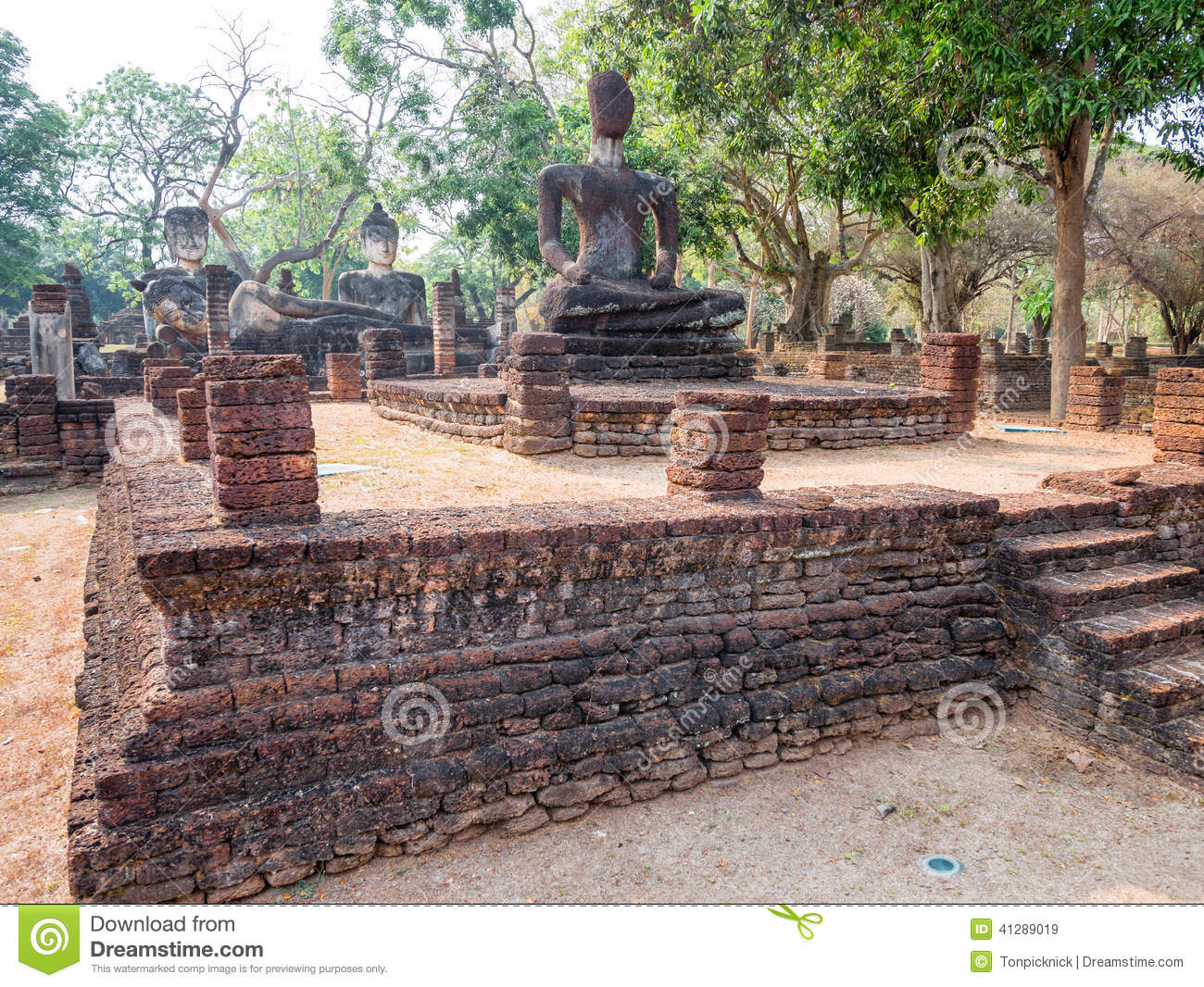 Kamphaengphet Thailand  City new picture : Ancient Buddha at Kamphaengphet Historical Park, Thailand.