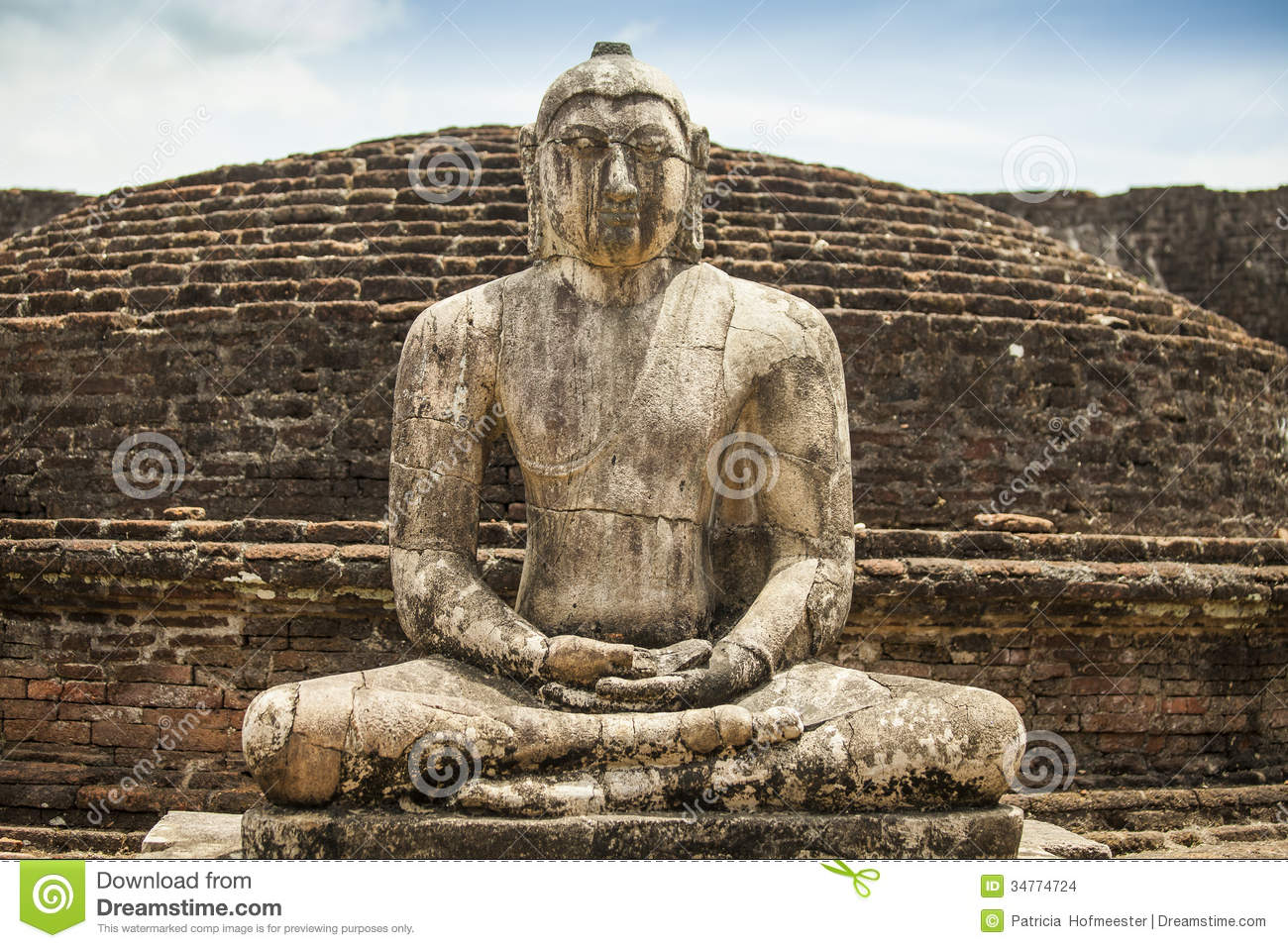 Ancient Buddha Statue At Polonnaruwa Stock Images - Image: 34774724