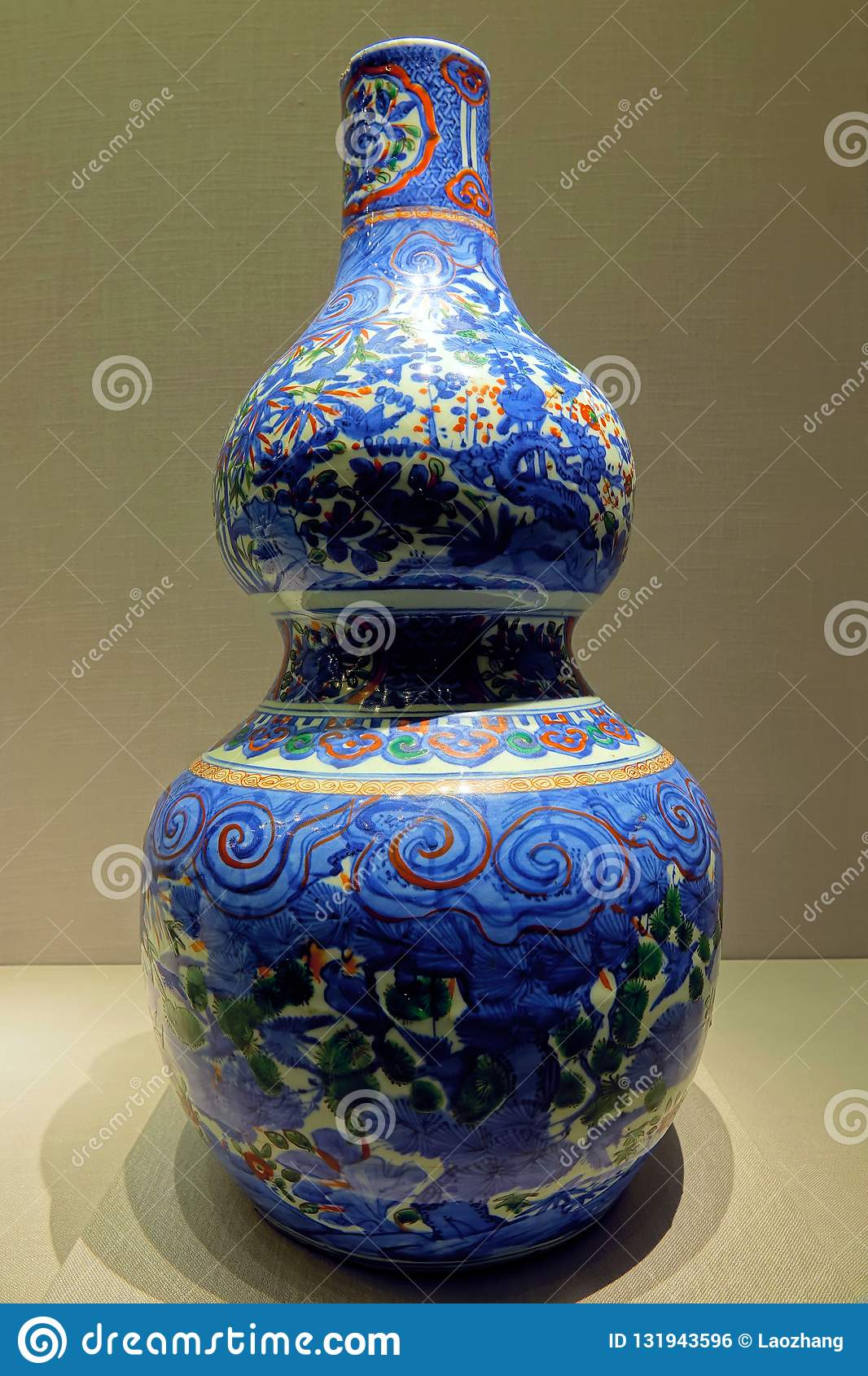 Ancient Chinese Porcelain Vase Editorial Photo - Image of culture