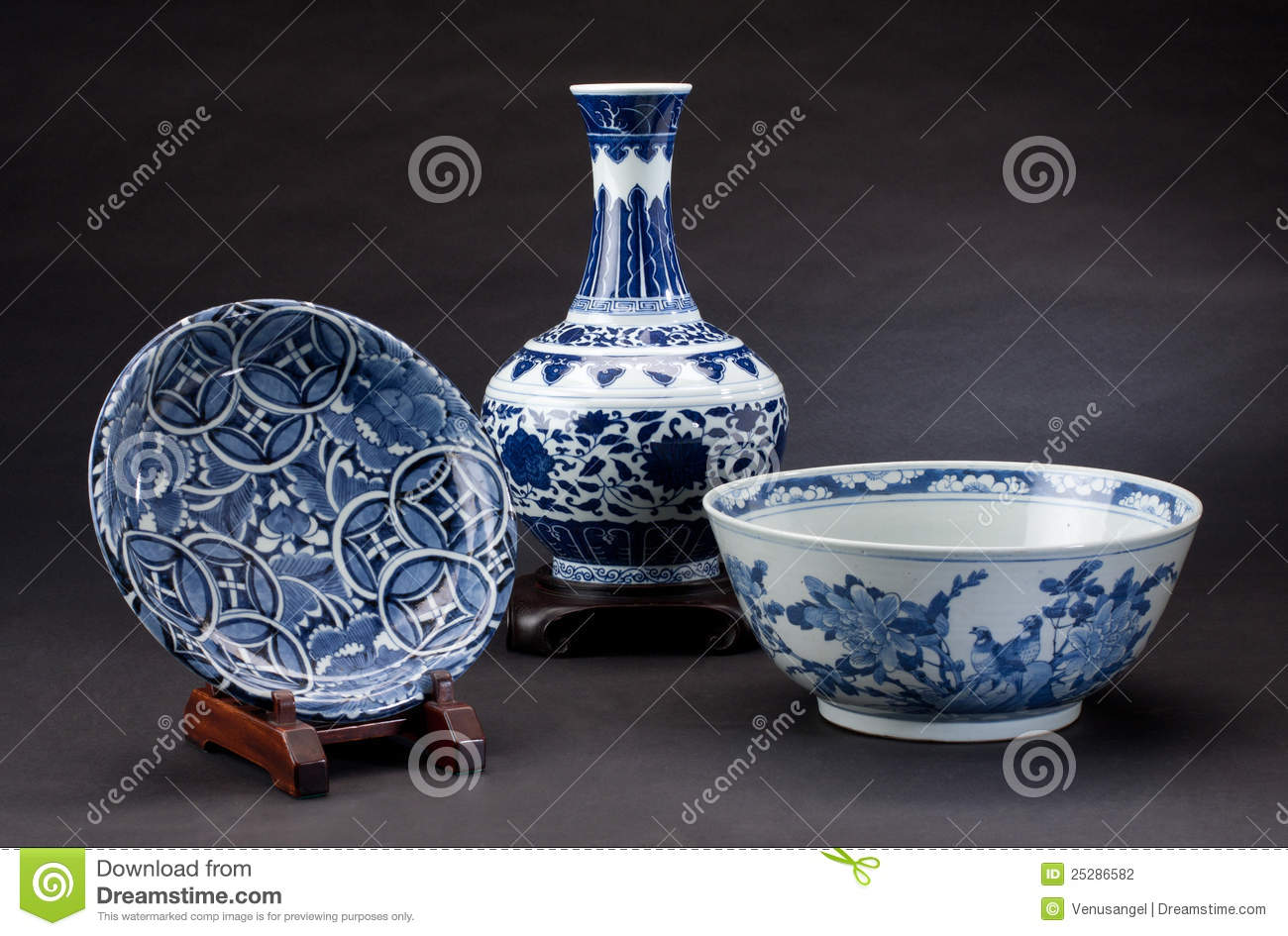 Ancient Chinese Porcelain Stock Photography - Image: 25286582