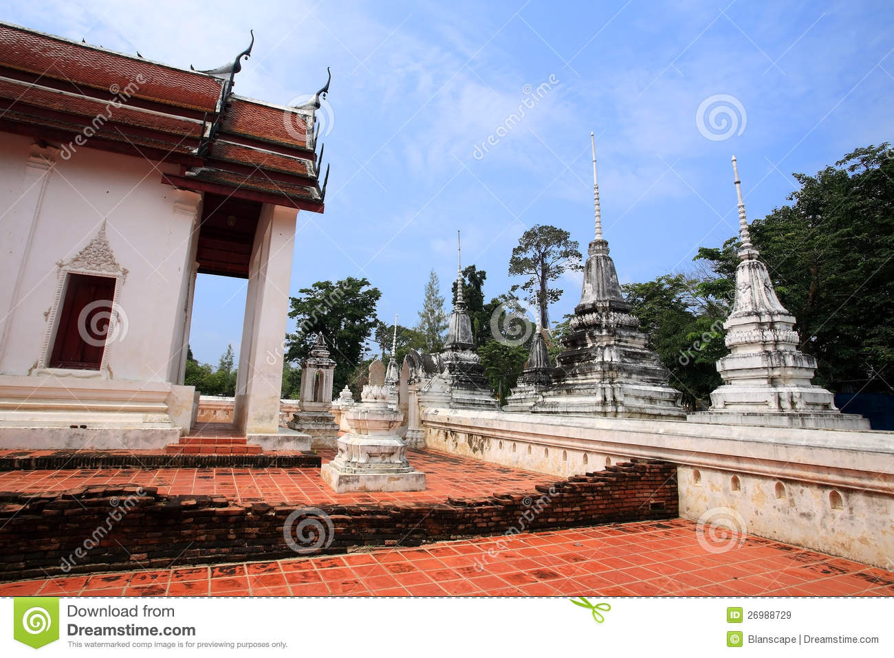 Ancient mon temple architecture at wat sing royalty free for Wat architecture