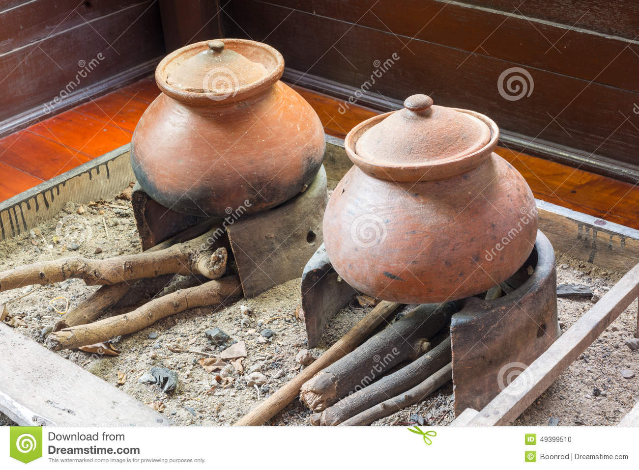 Ancient Rice Cooker Stock Photo - Image: 49399510
