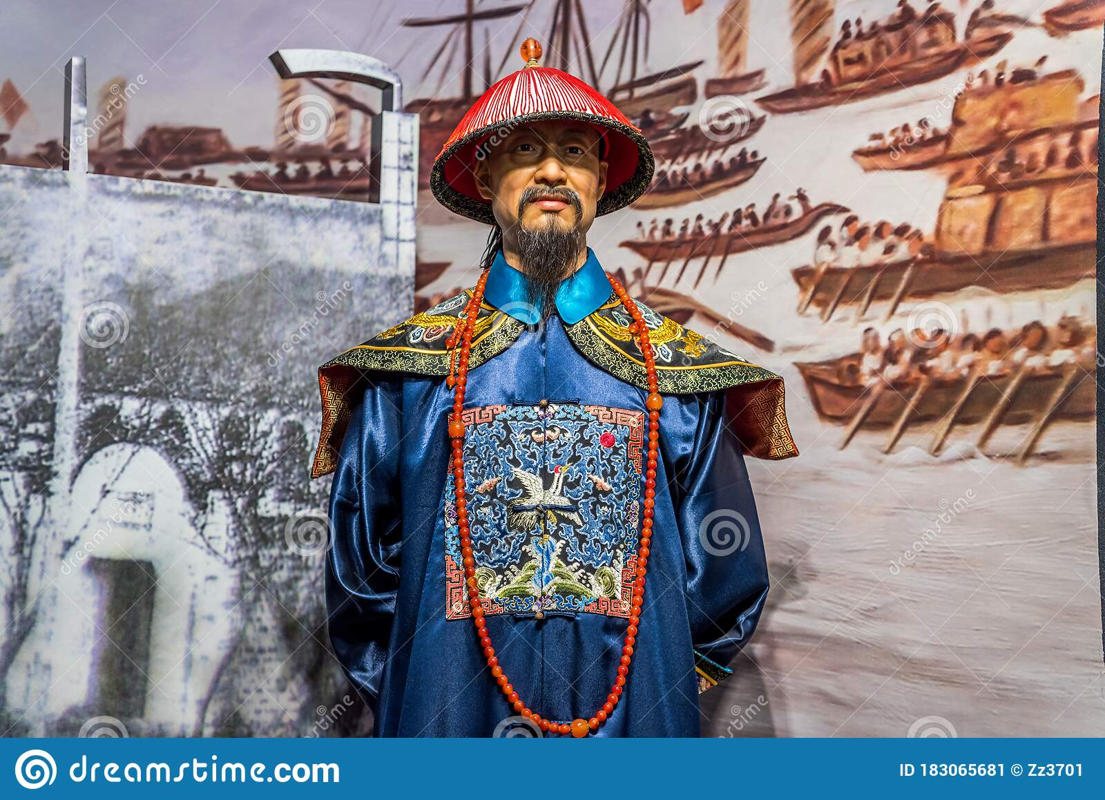 ancient-senior-chinese-officials-dressin